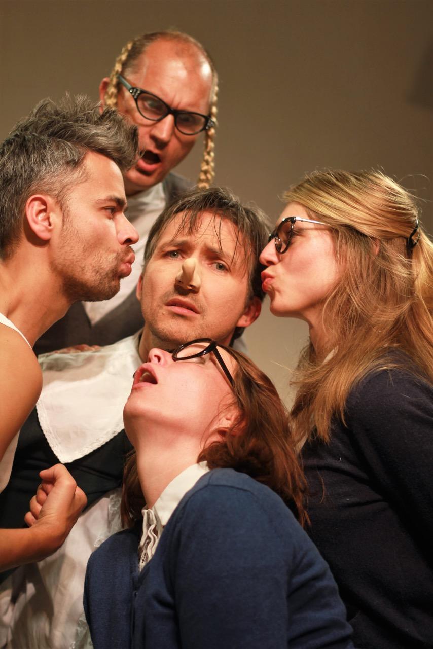 Tg Troost speelt 'De zere neus van Bergerac'